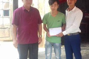 Báo Giao thông trao quà cho ba cháu bé mồ côi vì tai nạn giao thông