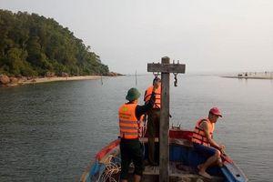 Lao xuống biển cứu 2 nữ sinh viên, nam thanh niên bị sóng cuốn mất tích
