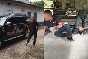Đi đòi nợ thuê, 3 người bị con nợ đánh đập, bắt quỳ lạy: Nhân chứng hoảng sợ bỏ chạy rơi cả giày