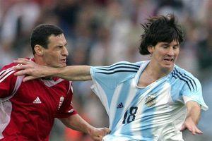 Nhìn lại tấm thẻ đỏ của Messi ở lần đầu khoác áo tuyển Argentina