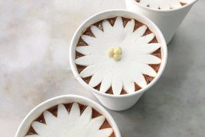 Bông hoa marshmallow tự nở trên chocolate nóng