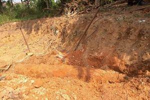 Đào vườn làm nhà, phát hiện quả bom 'khủng'