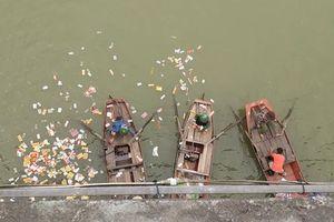 Nữ kế toán trường Mầm non tự tử trên sông Lam
