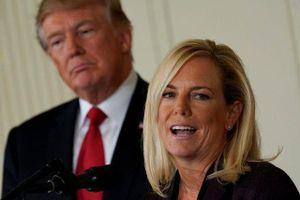 'Gương mặt đại diện' cho chính sách nhập cư tranh cãi của ông Trump từ chức