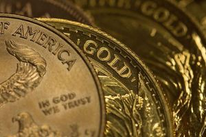 Giá vàng tăng nhẹ, USD tự do giảm