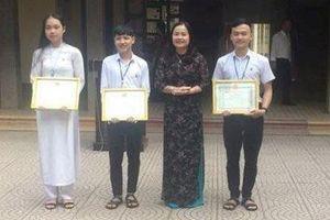 Quảng Trị: Khen thưởng 3 học sinh nhặt được của rơi trả người đánh mất