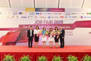 Đại học Quốc gia Hà Nội: Sinh viên Khoa Quốc tế hào hứng với ngày hội việc làm thường niên
