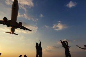Nguy cơ 'dính án tử' cho du khách thích chụp ảnh 'tự sướng' tại Phuket, Thái Lan