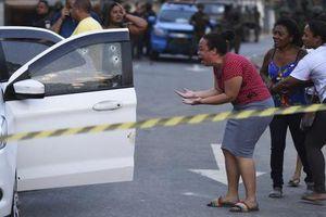 Binh sĩ Brazil xả đạn vào xe ô tô chở gia đình