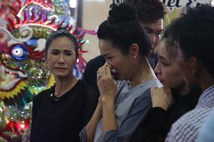 Nghệ sĩ nghẹn ngào viếng diễn viên Anh Vũ