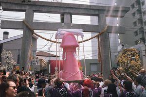 Hàng nghìn người chen chúc, tham dự lễ hội dương vật độc đáo ở Nhật