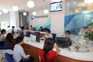 Nhà đầu tư ngoại 'thèm thuồng' các ngân hàng yếu kém