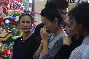 Người thân nghẹn ngào, đồng nghiệp khóc đỏ mắt trong tang lễ nghệ sĩ Anh Vũ