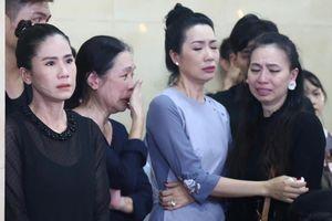 Đồng nghiệp đau buồn đến viếng nghệ sĩ Anh Vũ