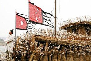 Tam quốc diễn nghĩa: Vì sao Tào Tháo không dùng hỏa công thiêu cháy thuyền cỏ mượn tên của Khổng Minh?