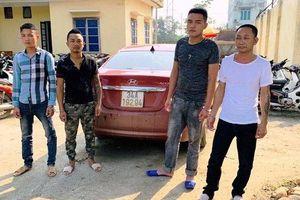 Bắt 'nóng' nhóm côn đồ bịt mặt, đi ô tô không BKS chặn đánh chủ tịch xã