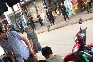 Bắt giam đối tượng vi phạm còn ghi hình, đấm vào mặt cảnh sát ở Yên Bái
