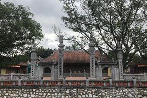Hai chiếc lông trâu trắng và huyền bí quanh đền thờ 'đứa con thần nước' Yết Kiêu