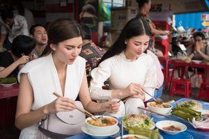 Không nhà hàng sang trọng, Phương Khánh mời Á hậu Melanie Mader ăn bún riêu vỉa hè