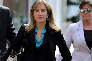 Felicity Huffman bất ngờ nhận hết tội gian lận tuyển sinh đại học của con gái