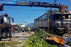 Xe tải tông đổ nát quán nước mía, 5 người bị thương