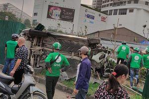 Nữ tài xế tông xe liên hoàn tại ngã tư Mai Dịch, 3 người nhập viện