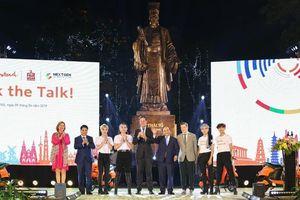Thủ tướng Nguyễn Xuân Phúc dự chương trình thời trang bền vững