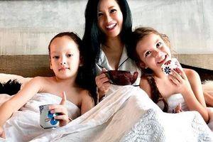 Ngày sinh nhật con, Hồng Nhung nghẹn ngào nhắn gửi 'mẹ dựa vào các con'