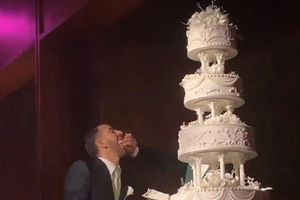 Marc Jacobs tung video ghi lại cảnh trao nhẫn trong lễ cưới