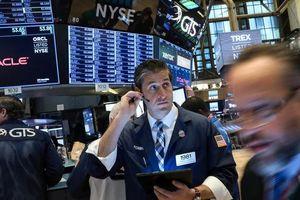 Nguy cơ chiến tranh thương mại Mỹ - EU kéo chứng khoán Mỹ giảm điểm
