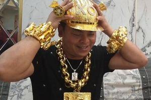 Đại gia đeo vàng nhiều nhất Việt Nam Phúc XO bị bắt