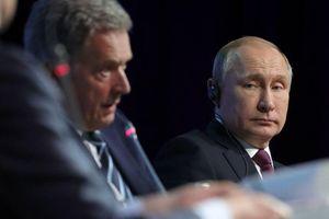 Tổng thống Putin phản ứng hài hước khi phát hiện phiên dịch tự ý thay đổi câu từ