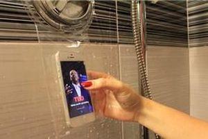 Cô gái 20 tuổi thiệt mạng do dùng điện thoại đang sạc khi tắm