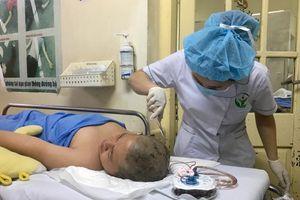 Nam sinh lớp 6 bị cột đỡ sào nhảy cao cắm trúng đầu chuyển lên Bệnh viện Việt Đức