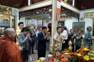 Người dân 5 nước Đông Nam Á rộn ràng lễ tắm Phật
