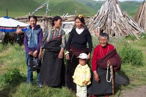 'Chìa khóa hạnh phúc' của gia đình bốn thế hệ ở Tây Tạng
