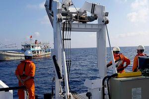 Cứu sống ngư dân gặp nạn trên vùng biển Hoàng Sa