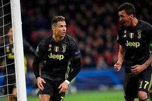 'Xé lưới' Ajax, Ronaldo lập nên loạt kỳ tích đáng nể