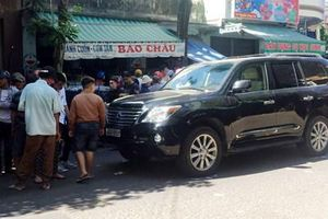 Bàng hoàng cảnh tượng ô tô tông vào đám tang ở Quy Nhơn
