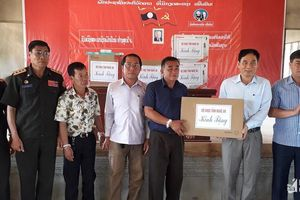 Bộ CHQS Nghệ An chúc Tết Bộ CHQS Xiêng Khoảng nước bạn Lào