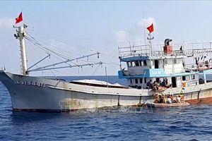 Kịp thời đưa ngư dân bị tai biến mạch máu não về đất liền điều trị