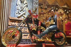 Tận mục dàn xe hơi mạ vàng, mô tô khủng của đại gia Phúc XO