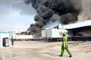 Gần 20.000m2 nhà xưởng bị thiêu rụi tại vụ cháy trong Khu công nghiệp Sóng Thần 2
