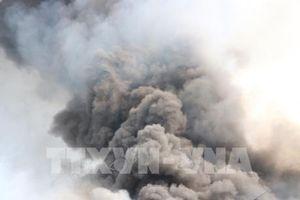 Đang cháy lớn tại Khu công nghiệp Sóng thần 2