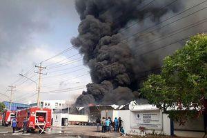 Bình Dương: Cháy lớn tại KCN Sóng Thần 2, hàng chục xe cứu hỏa được điều tới hiện trường