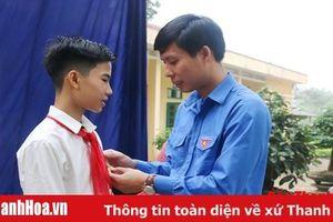 Trao tặng huy hiệu 'Tuổi trẻ dũng cảm' cho nam sinh lớp 9 cứu 3 học sinh khỏi đuối nước