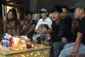 Gần 100 'dân bay' trong vũ trường Đông Kinh ở TPHCM
