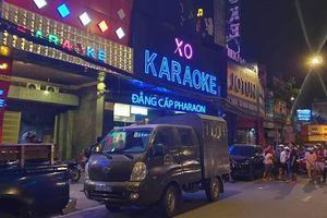 Công an TP.HCM khám xét quán karaoke của Phúc XO