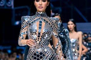 Viễn cảnh tương lai kỳ ảo trong show khai màn Tuần thời trang quốc tế Việt Nam