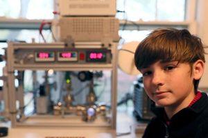 Cậu bé tự chế lò phản ứng hạt nhân tại nhà